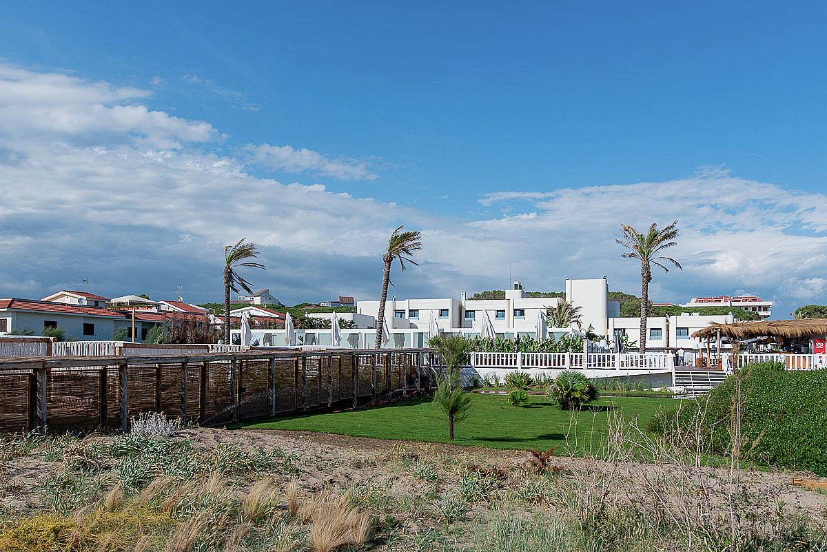 Cumeja Beach Club & Hotel